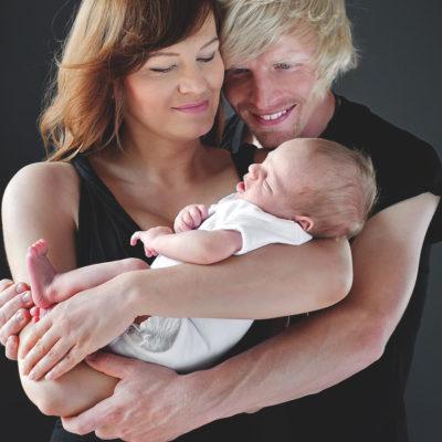 Portret mamy taty i noworodka
